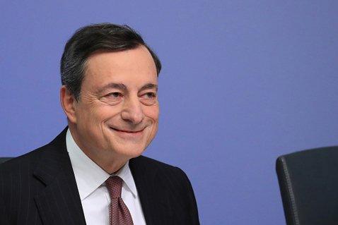 ECBのドラギ総裁はムニューシン米財務長官をほぼ名指しする形で「ルールから外れている」と強く批判した (C)Bloomberg/Getty Images