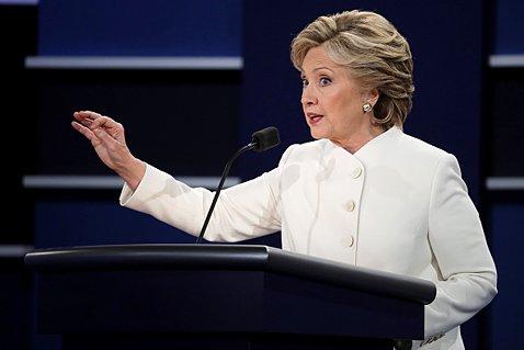 事前予想では圧倒的優勢だったクリントン氏だったが、メール問題で被ったダメージは甚大だったようだ