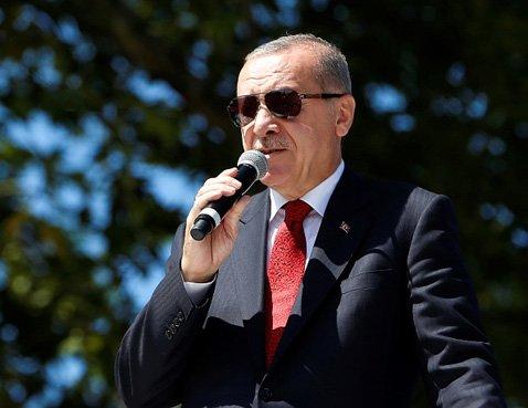 エルドアン大統領は、トルコ最大野党のCHPが保有しているイシュ・バンカスの28%の株式を財務省に移管すべきと主張。これがトルコリラ下落の原因のひとつに…(C)Anadolu Agency/Getty Images