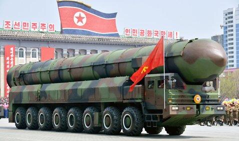 今年4月の「太陽節」に行われた北朝鮮の軍事パレードで披露されたICBMと推定されるミサイル。